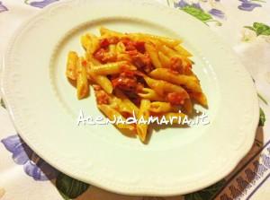 Penne con pancetta, panna e pomodoro 1