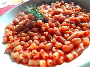 Pasta con sugo di pomodoro e fagioli 1