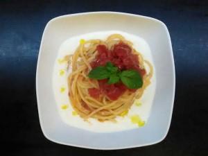 Pasta con pomodorini su crema di burrata 1